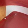 Gros plan sur la chaise réglable Podarsi rouge