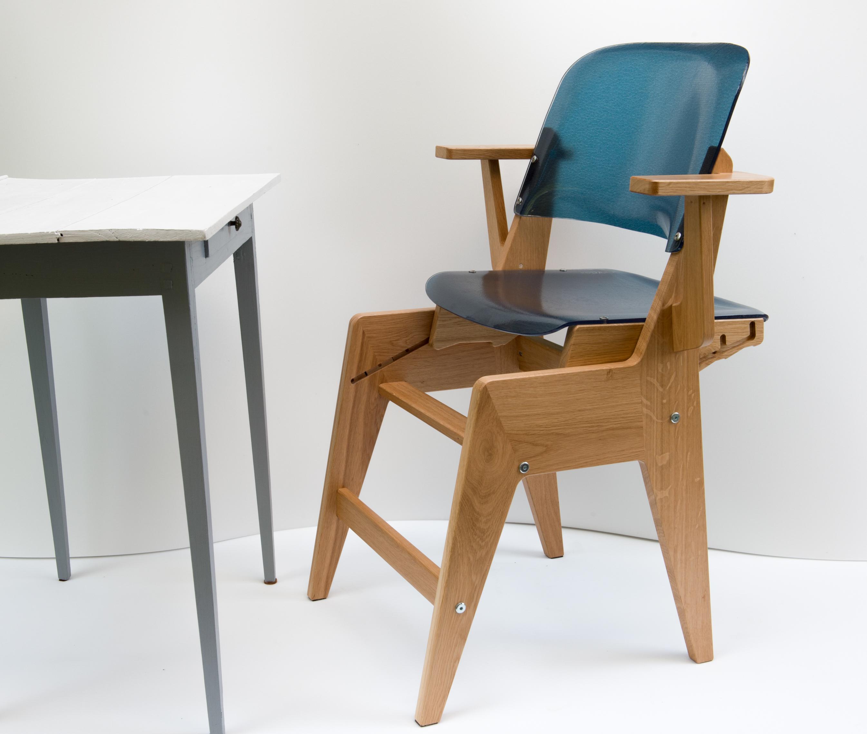 Avec ses marche-pieds cette chaise évolutive est parfaite pour les enfants à partir de 2 ans
