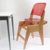 Les enfants peuvent s'assoir sans problème sur cette chaise évolutive