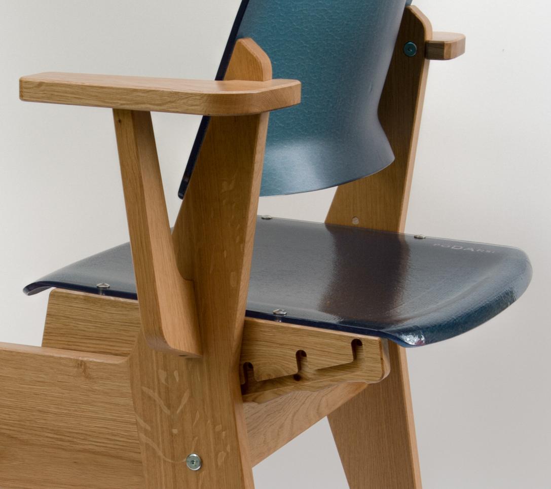 Chaise évolutive pour enfant : La Chaise pour tous bleue en gros plan